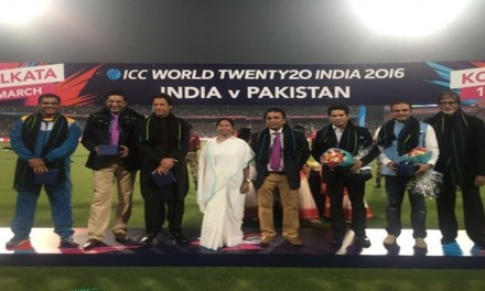 Get Live Cricket score of India vs Pakistan T20 World Cup 18 over match